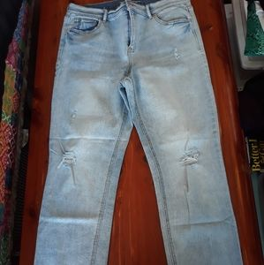 Distressed straight ankle jean